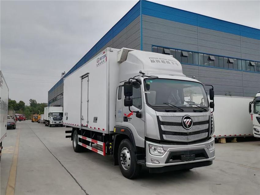 国六欧航6米8平顶220马力冷藏车发车实拍 额载7.9吨